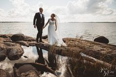 Groom | Bride | Clouds | Weddings | Wedding Photography | Jere Satamo | Hääkuva | Wedding Portrait | Happy Couple | Reflection