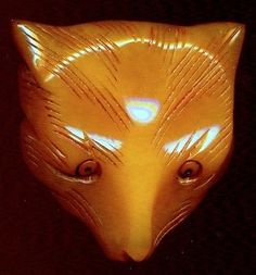 Vintage Button...Big, Chunky, Carved, DELUXE BUTTERSCOTCH BAKELITE FOX FACE
