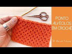 Crochet Flower Squares, Crochet Flowers, Amigurumi Tutorial, Knitting Videos, How To Make Handbags, Crochet Patterns For Beginners, Diy Crochet, Crochet Stitches, Free Pattern