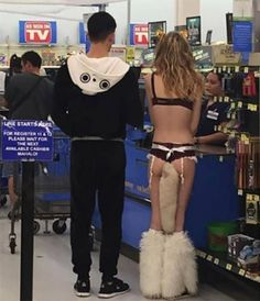 40 More Times Things Got Crazy at the Shopping Mall - Joyenergizer Funny Walmart Pictures, Funny People Pictures, Funny Images, Funny Photos, Best Funny Pictures, Crazy Pictures, Walmart Photos, People Of Walmart, Go To Walmart