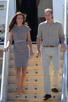 Wills and Kate (in Roksanda Ilincic) arrive at Ayers Rock, April 2014