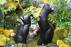 Moon Gazing Cat Statue Lucky Black Cat Sculpture par PhenomeGNOME