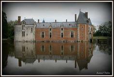 Situé au milieu des bois de la Sologne Orléanaise le château du Lude (Jouy le Potier-45)