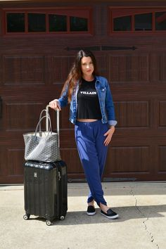 Check out my airport style and tips on what to wear to the airport on stylesplendorbliss.com