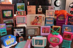 gimmie all the mini retro tvs Vie Simple, Mini Tv, Retro Aesthetic, Aesthetic Style, Aesthetic Pastel, Oui Oui, Wall Collage, Aesthetic Pictures, Kitsch