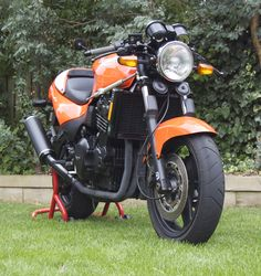 The Speed Triple T 300, Cool Bikes, Tractors, Motorcycles, Cool Stuff, Vehicles, Motorbikes, Car, Motorcycle