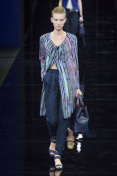 Emporio Armani Spring 2015 Ready-to-Wear Collection  - ELLE.com