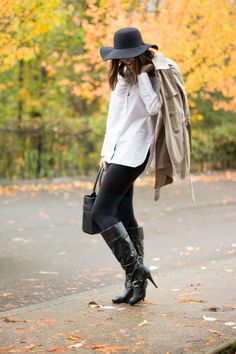 Wardrobe Must Haves | Classic | Basics | Trench Coat | White button down | Leggings | Black boots | Black Purse | Fall hat