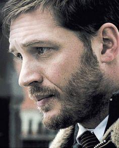 Não mente, que eu sei que tu já imaginou essa barba roçando no teu pescoço...