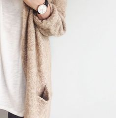 This unique women's watches rolex is genuinely a magnificent design procedure. Daniel Wellington Watch Women, Minimalist Fashion Women, Minimalist Style, White Cardigan, Instagram Fashion, Style Instagram, All About Fashion, White Tees, Fashion Outfits