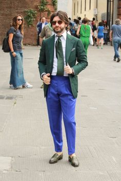 #NicolaRicci wearing the Cran Matte Light Tortoise with Tobacco Lenses by #tbedeyewear #thebespokedudeseyewear #sunglasses #dapper #menswear #fashion #streetstyle #pitti