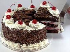 Receita clássica, originária da Alemanha, o bolo floresta negra é sucesso garantido. Confira a receita e prepare esta delícia. INGREDIENTES 1 receita de genoise de chocolate - VEJA AQUI ou 1 receita de pão de ló de chocolate - VEJA O VÍDEO AQUI 1 receita de ca...