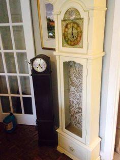 Unloved broken old clock