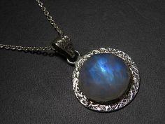 Rainbow Moonstone pendant  Natural Blue Flashy di thejeweleryplace