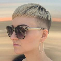 High Fade Bowl Haircut - 40 Ways to Rock a Bowl Cut - The Trending Hairstyle - Page 24 Edgy Pixie, Vibrant Hair Colors, Hair Dye Colors, Bowl Cut Hair, Short Hair Cuts, Short Hair Styles, Petite Blonde, Unisex Looks, Bowl Haircuts