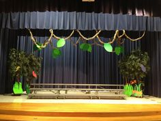 """It's a Jungle Out There"" set - like how the hanging vines take your eye away from the risers."