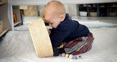 Montessori games for children from 6 to 12 months old Famille Epanouie Montessori Baby, Montessori Playroom, Montessori Activities, Infant Activities, Activities For Kids, Games For Kids, Baby Boy Toys, Baby Play, Fun Baby