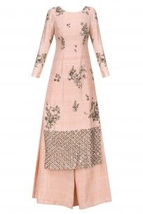 Astha Narang presents Blush pink and antique gold floral handwork kurta with flared pants available only at Pernia's Pop Up Shop. Indian Attire, Indian Wear, Indian Outfits, Ethnic Fashion, Asian Fashion, Pakistani Dresses, Indian Dresses, Salwar Kameez, Saris