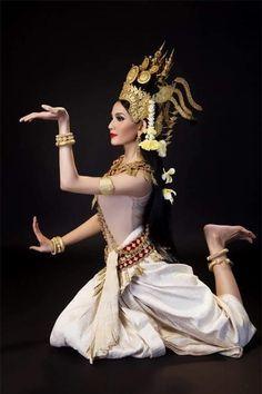 cambodia Khmer Tattoo, Cambodian Art, Native Wears, Khmer Wedding, Thai Art, Dance Photos, Dance Art, Dance Photography, Traditional Dresses