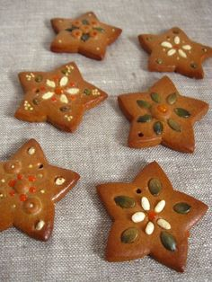 gingerbread decorated with seeds