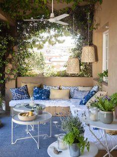 banco de obra en un porche exterior-cojines coordinados en classic blue y albero Outdoor Furniture Sets, Outdoor Decor, Backyard, Classic, Blue, Terrace Ideas, Home Decor, Outdoors, Interiors
