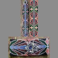 Art Nouveau Emerald Cuff Bracelet - 1 Drop Odd Peyote Bead Pattern  | BeadholdenDesigns - Patterns on ArtFire