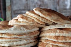 Fresh Pita Bread in Nablus, Palestine Moose Recipes, Palestinian Food, Middle Eastern Desserts, Drinking Around The World, Pita Bread, Fresh Fruits And Vegetables, Arabic Food, Healthy Dishes, Fabulous Foods