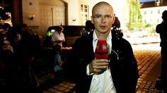 BILD vor Ort: Selbstmordanschlag schockt Bayern Videos, News, People, Syrian Refugees, Bayern, Photo Illustration, People Illustration