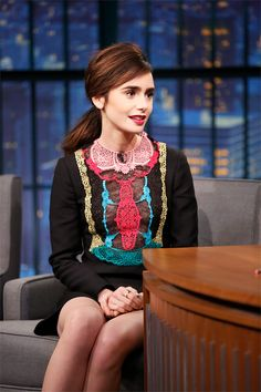 Late Night with Seth Meyers Nov 2016 Lily Collins Sandra Bullock, Sandro, Elizabeth Wheeland, Lily Collins Style, Pictures Of Lily, Gamine Style, Beautiful Actresses, Girl Crushes, Role Models