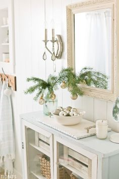 6 Tips for Changing your Christmas Decor Theme