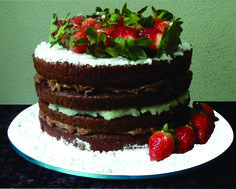 Dia dos Namorados & Universo Cupcake.  Elaboramos um Naked Cake de Chocolate com Morangos... com tamanho de 15cm de diâmetro para você comemorar com seu amor esse Dia dos Namorados de uma maneira deliciosamente romântica.  Peça já o seu... ainda dá tempo.