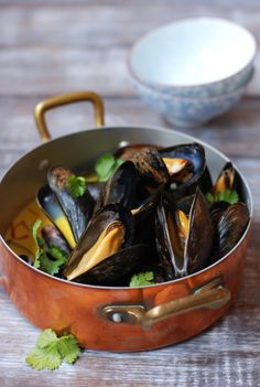 YELLOW CURRY COCONUT MUSSELS ~~~ she suggests to incorporate either mussel stock or dry white wine. i have never made or played around with mussel stock. curiosity sparked. hunger taking over. [inspiringtheeveryday]