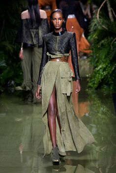 All of the looks from the Balmain runway show at Paris Fashion Week. Fashion Week Paris, Fashion 2017, Runway Fashion, Spring Fashion, High Fashion, Fashion Show, Fashion Design, Fashion Trends, Haute Couture Style