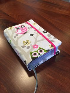 Fabric Bible Cover for NWT 2013 Revised Edition in by BookKeepers Jw Bible, Bible Cases, Sewing Crafts, Sewing Projects, Fabric Book Covers, Cute Crafts, Diy Projects To Try, Owls, Quilt Patterns