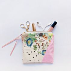 Put those fabric scraps to use with this easy geometric zipper clutch project.
