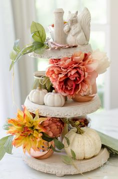 How to Style a Tiered Tray with Fall Faux Floral Arrangements #tieredtray #falldecor Thanksgiving Centerpieces, Pumpkin Centerpieces, Thanksgiving Diy, Easy Fall Crafts, Tiered Stand, Country Farmhouse Decor, Farmhouse Style, Trends, Fall Home Decor