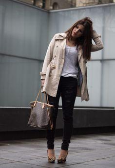 Blanco  Gabardinas, Primark  Jeans and Louis Vuitton  Bolsos