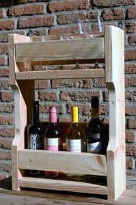 """Wandrek """"Easy"""" Wijn en glazen bij elkaar, hoe gemakkelijk. Geschikt voor 4 wijnglazen en 4 flessen wijn.  Prijs: € 59,95 (excl. wijn en glazen)"""