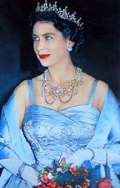 Elizabeth II God save the Queen! Die Queen, Hm The Queen, Royal Queen, Her Majesty The Queen, George Vi, Roi George, Royal Crowns, Royal Tiaras, Royal Jewels