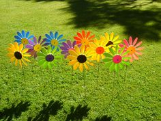 Happy Daisies are plastic garden ornaments that spin in the wind and have been available since Garden Ornaments, Daisies, Spin, Different Colors, Colour, Happy, Daisy, Color, Ser Feliz