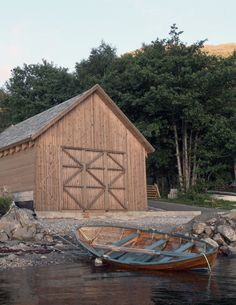 Article source: Rallar Arkitekter The Boathouse in Haddal The start of summer 2012 was very different for 21 architecture students from NTNU. Instead of going home on vacation, they travelled to a small village in Sunnmøre. Lake George Village, Lakefront Property, Architecture Student, Going Home, Boathouse, Rustic Design, The Great Outdoors, Latina, Tiny House