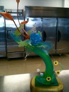 An amazing sugar piece that my professor in culinary school, Chef Weiss did. He has been on the Food Network multiple times doing their Ex. Pulled Sugar Art, Art Challenge, Vegan Dishes, Different Recipes, Jello, Food Network Recipes, Food Art, Caribbean, Centerpieces