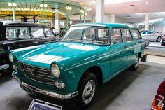 #Peugeot #404 #Break au Musée de l'Aventure #Peugeot Reportage complet : http://newsdanciennes.com/2015/08/19/on-a-teste-pour-vous-le-musee-de-laventure-peugeot/ #classiccar #voiture #ancienne #vintage