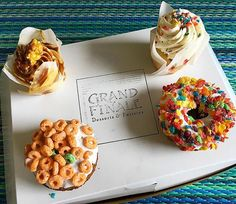 Being neighbors with a bakery can be pretty tough sometimes...🏻 #visitgrandhaven @grandfinaledesserts #grandhaven #donuts #cupcakes #sugarbuzz