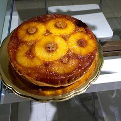 La torta rovesciata all'ananas è un dolce classico alla frutta molto semplice da realizzare, bello da vedere e di effetto scenografico!