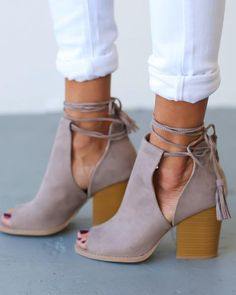 Peep Toe Bandage Chunky Heeled Pumps - Stitch Fix Style Board - Shoes Look Fashion, Fashion Shoes, Autumn Fashion, Fashion Jewelry, Summer Fashion Trends, Summer Trends, Cheap Fashion, Leather Fashion, Fashion Outfits