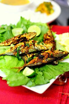Curry Leaves Grilled Fish by Navakris Indian Food Recipes, Asian Recipes, Ethnic Recipes, Grilled Sardines, Grilled Fish Recipes, How To Cook Fish, Fish Curry, Curry Leaves, Dessert Drinks