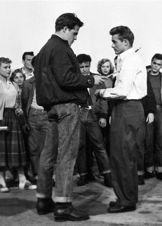 "James Dean during the shooting of ""Rebel Without a Cause"", James Dean Style, James Dean Photos, Golden Age Of Hollywood, Classic Hollywood, Old Hollywood, Hollywood Actresses, American Singers, American Actors, Rebel Without A Cause"