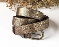 6fa1a1c378 Estrecho correa de mujer de cuero cinturón Beige por TwoStarlings Cinturones  Hombre