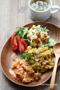 Awesome let's eat Curry Pilaf with Chicken in Tomato-Cream Sauce Tomato Cream Sauces, Asian Recipes, Ethnic Recipes, Gluten Free Dinner, Food Design, Food Plating, Tasty Dishes, Food Photo, Food Inspiration